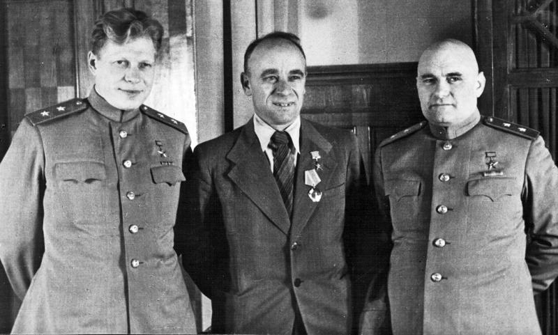 Д.Ф.Устинов, В.А.Малышев, Б.Л.Ванников